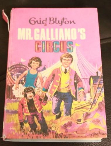 gallianos-circus