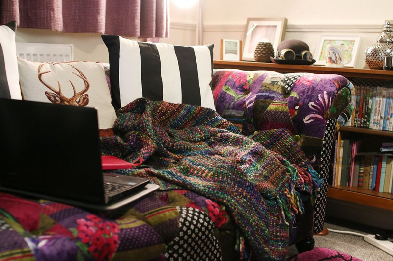 cosy-blogging-sofa